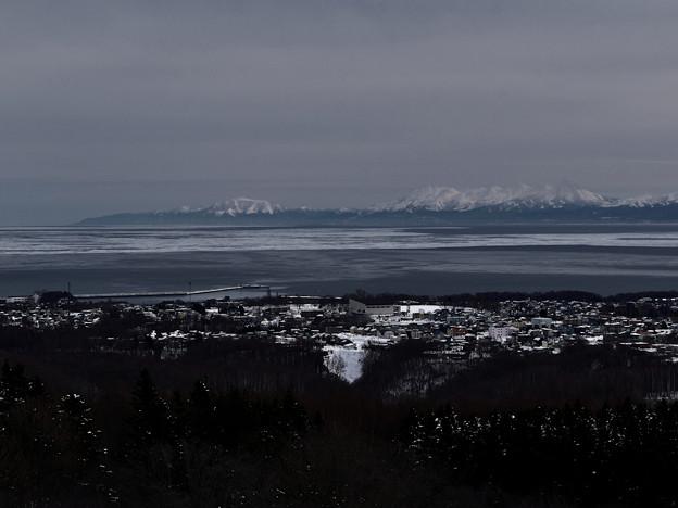 天都山展望台から見た流氷と知床連山