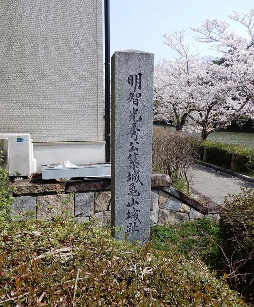 亀山城址碑