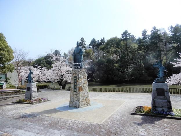 明智光秀像(南郷公園) (2)