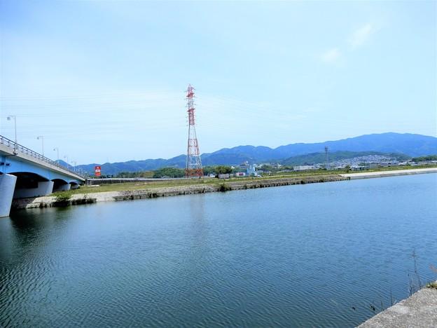 喜志大橋の下から石川上流を望む