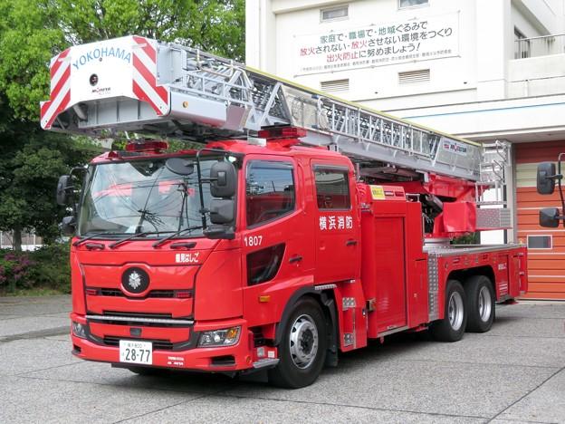 077 横浜市消防局 鶴見はしご車
