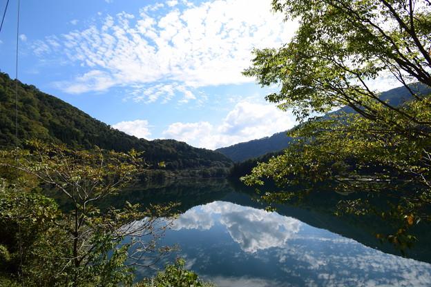 九頭竜湖面
