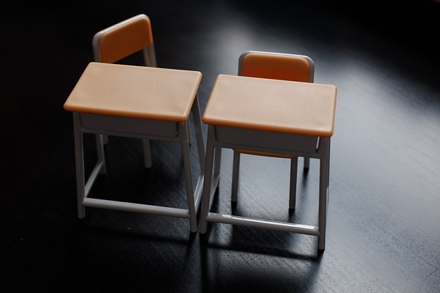 2021.07.08 Seria 学校の机と椅子