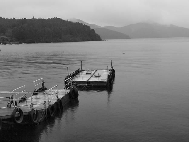 小雨降る芦ノ湖