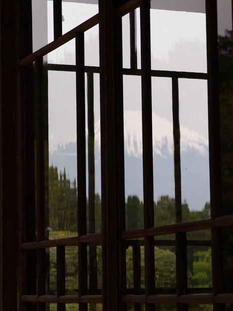 大正硝子に映える富士のお山