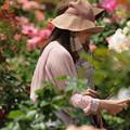 Photos: パンフ片手に薔薇を愛でる