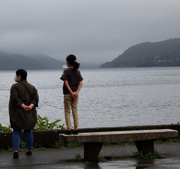 湖畔の彼方