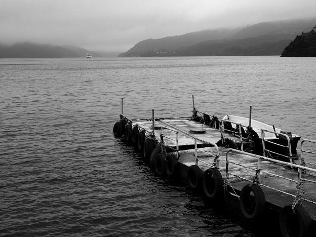 嵐去りし湖畔