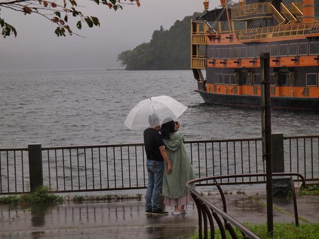 ひとつ傘の下で