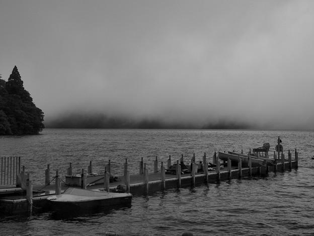雨降る芦ノ湖