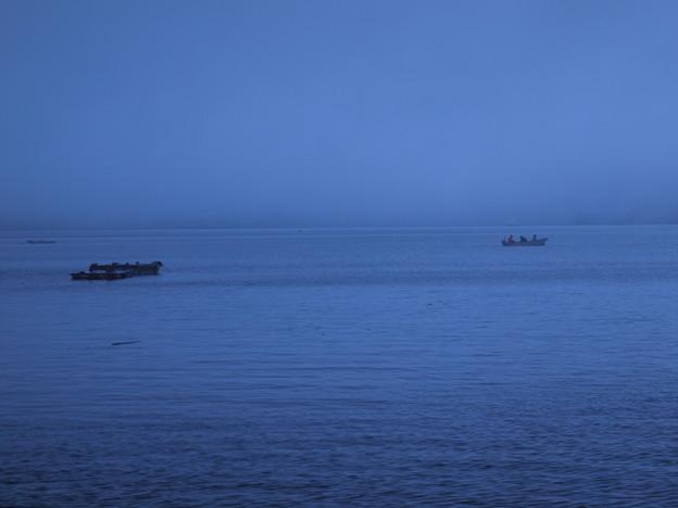 雨降る霧の芦ノ湖