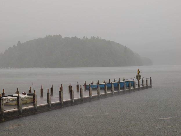 ざわめく湖面