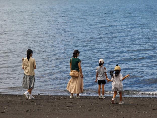 波打ち際の三姉妹
