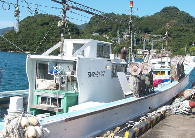 港の風景、県庁隠岐支庁裏のイカ釣り船