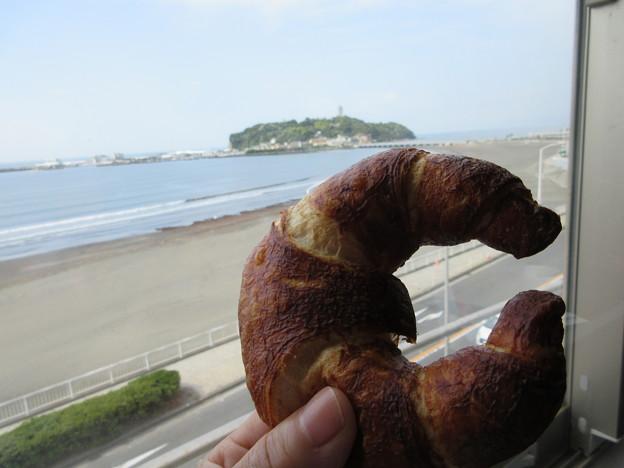 江ノ島とクロワッサン