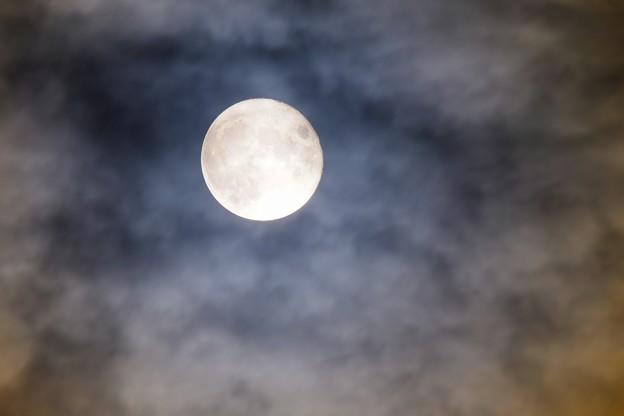 雲の向こう月の彼方