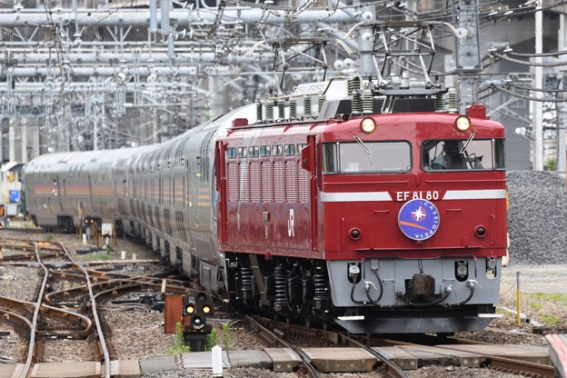 EF81 80牽引E26系カシオペア紀行号大宮9番入線