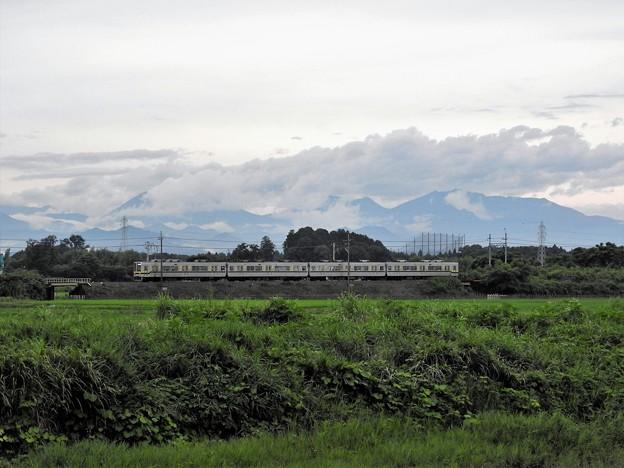 雨上がりの東武宇都宮線