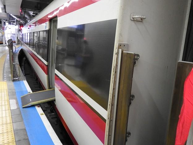 浅草駅ホームの渡し板