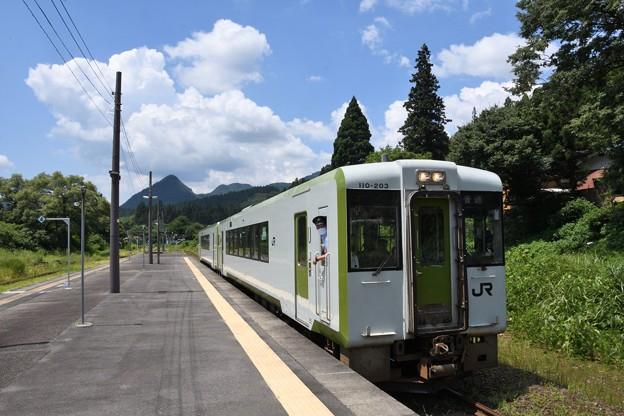 キハ100系磐越西線会津若松行き津川2番入線