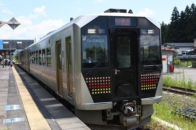 GV-E400系快速あがの新潟行き津川1番停車