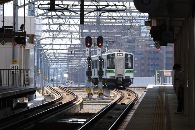 新潟駅在来線高架ホームから越後線方面を望む
