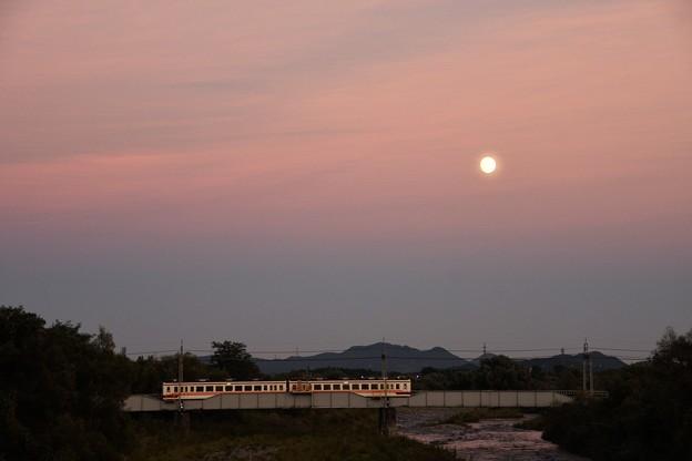 夕月の大谷川橋梁