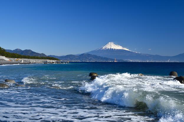 波と富士山