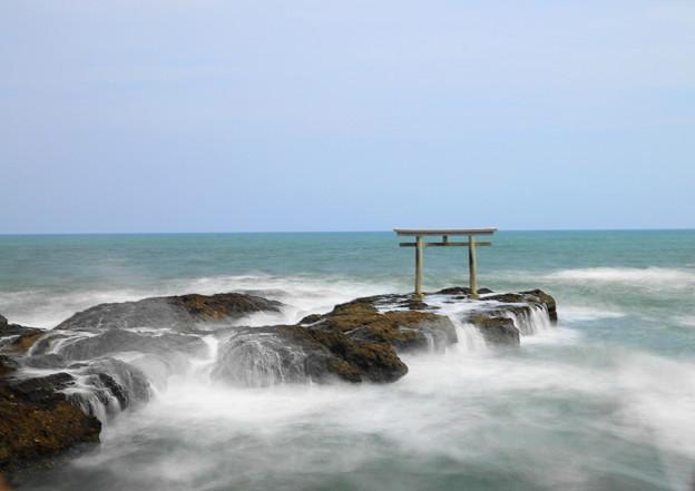 210425_56K_鳥居と磯・長秒・RX10M3(大洗磯前神社) (95)