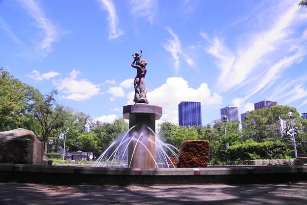 180710_02_噴水と青空・S18200・α60(公園) (4)