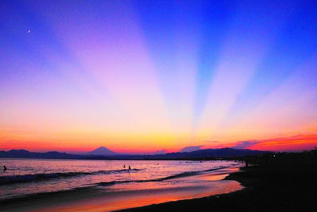 190804_59K_夕陽の光芒・S18200(片瀬西浜) (47)