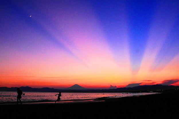 190804_59K_夕陽の光芒・S18200(片瀬西浜) (59)