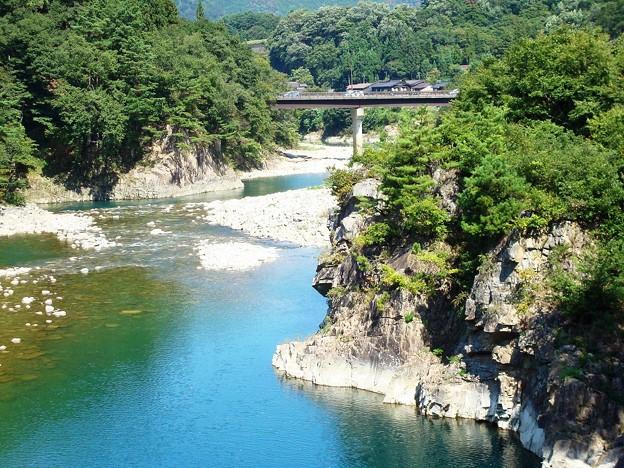 090921 (白川郷・庄川の流れ)
