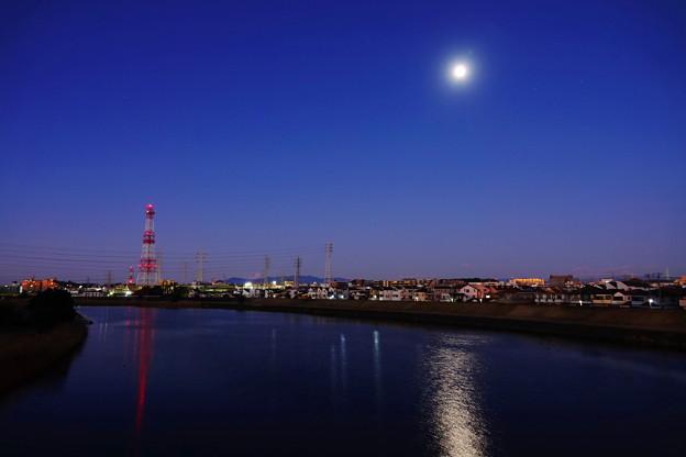 210101_02G_元旦の月・RX10M3(鶴見川) (8)