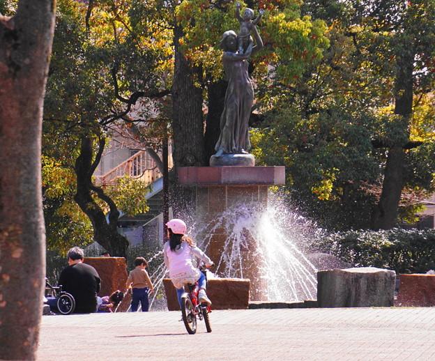 190324_51F_噴水広場で・S18200(平和公園) (105)