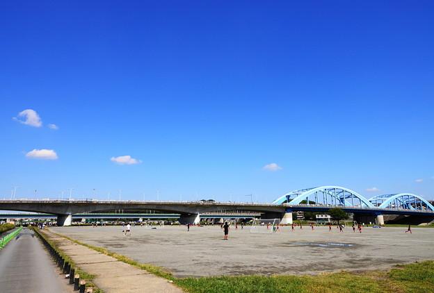 211003_07A_青空と丸子橋・RX10M3(多摩川) (1)