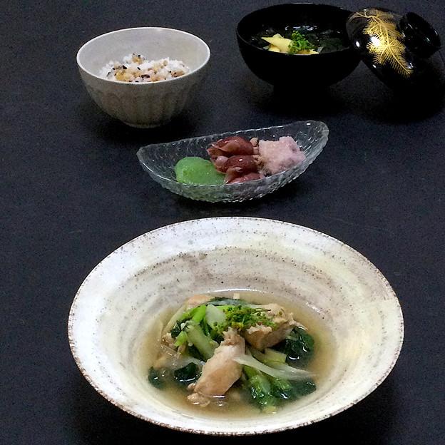 今晩は、鶏の香味炊き、蛍烏賊おろし和え、刺身蒟蒻、若竹汁、雑穀ご飯
