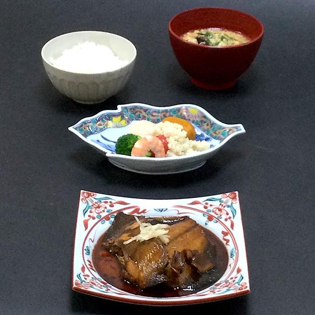 今晩は、福井産水カレイの煮付け、甘塩麹和え(海老、帆立、ブロッコリー、ミニトマト、南瓜)、はと麦のスープ 木耳 紅花、新米ご飯