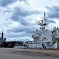 Photos: 輸送艦と巡視船