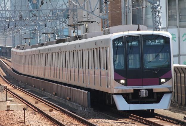 半蔵門線08系 08-005F