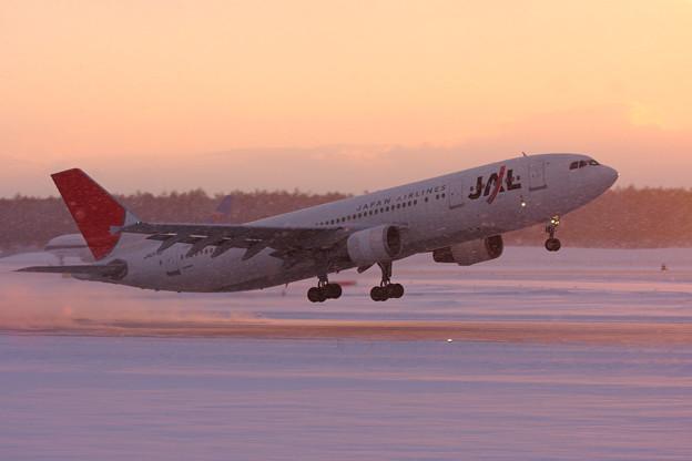 Photos: A300B-622R JA014D 吹雪が止んでtakeoff 2011