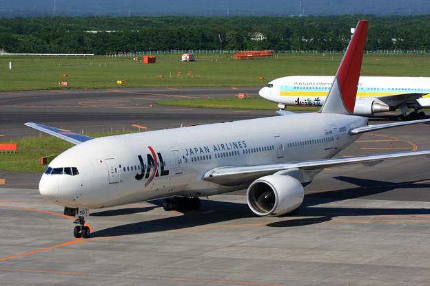 B777-200 JA8983 JAL CTS 2008