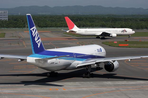 B777-200 JA8198 ANA e-flight 2008