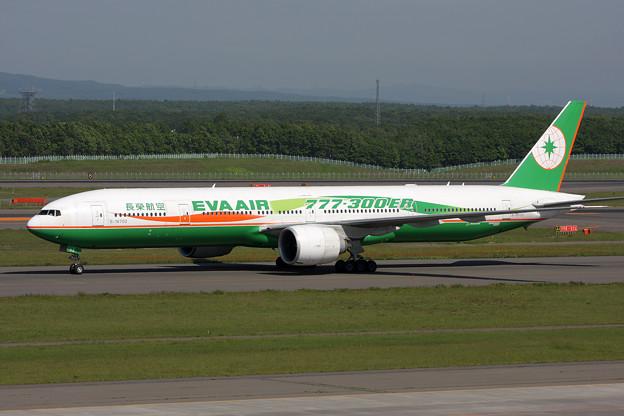 B777-300  B-16702  EVA CTS 2008