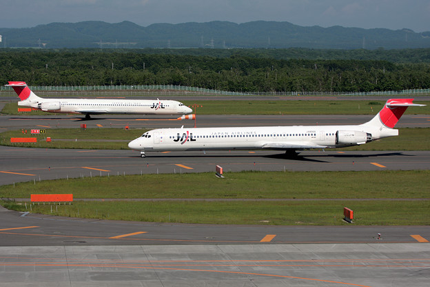 MD-90が2機 JAL 2008