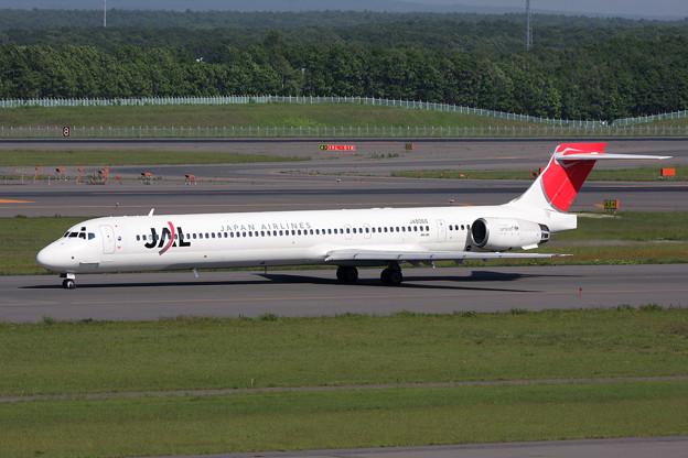 MD-90 JA8066 JAL CTS 2008