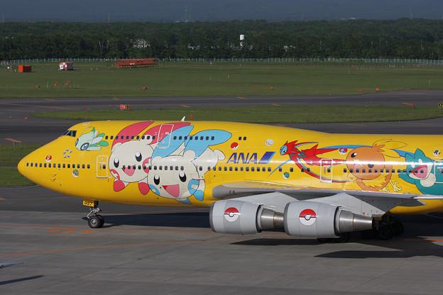 B747-481D JA8957 ANA CTS 2008