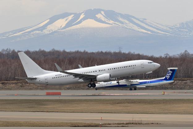 Boeing 737-800 N379AA Ferry flight (2)