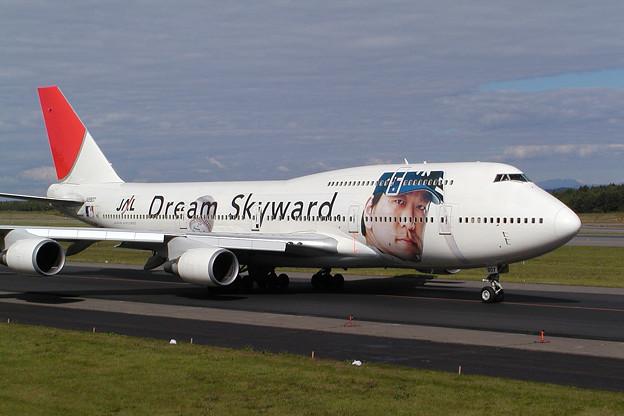 B747-446 JA8907 JAL Dream Skyward 2003