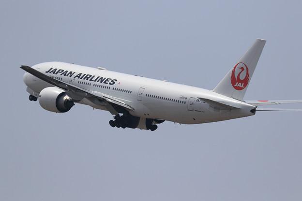 Boeing 777-200 JA709J gear up